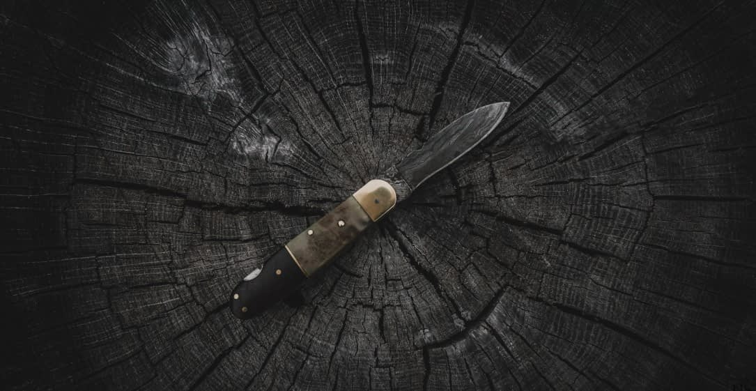 best-survival-knife-for-chopping-wood